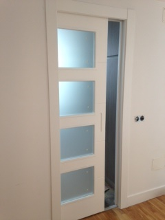 Puerta corredera v4 tirador fresado lacada blanco for Tirador puerta corredera