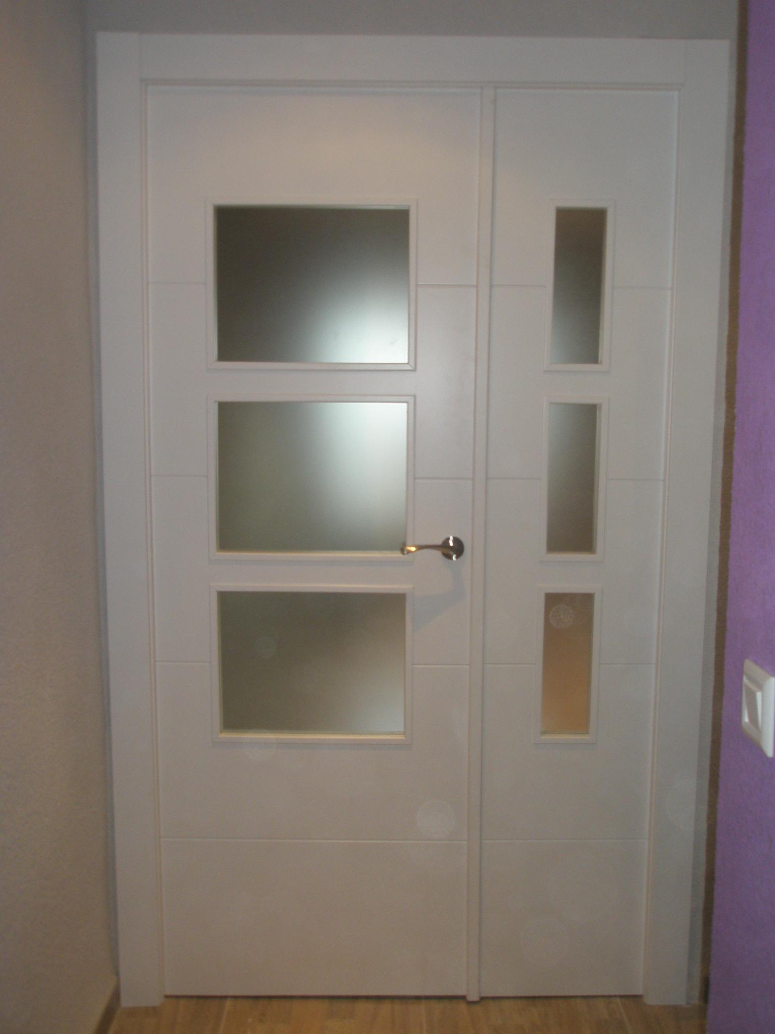 Puerta doble v3 8500 lacado en blanco puertas y ventanas for Precio puertas blancas