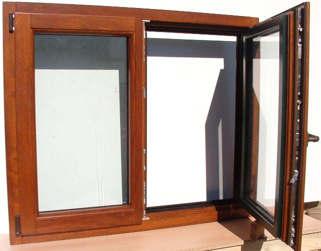 Ventana europea en madera de iroko v2 sin contraventana for Ventanas de aluminio color madera precios